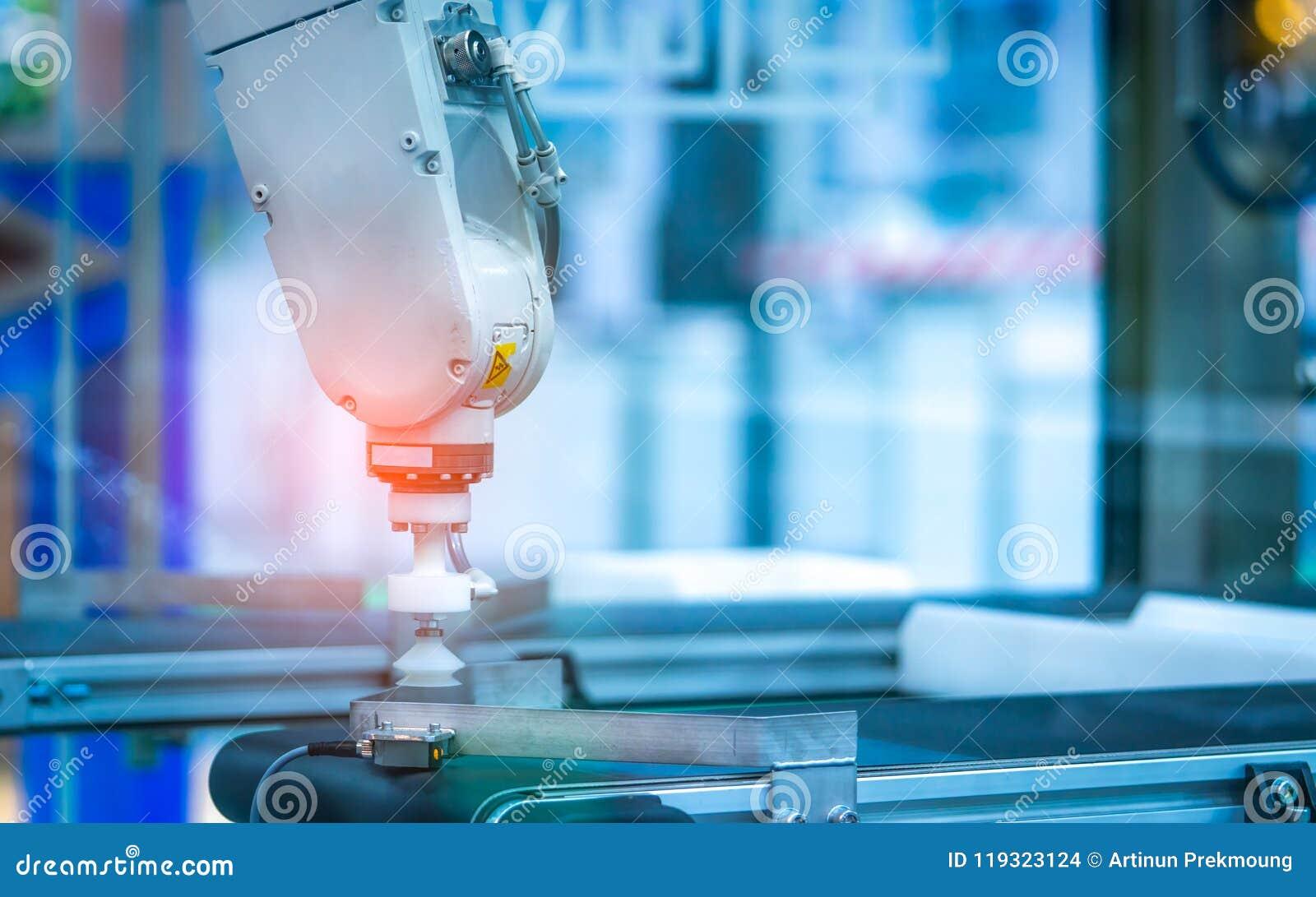 De handmachine van de close-uprobot Gebruiks slimme robot in verwerkende industrie voor de industrie 4 0 en technologieconcept Ro