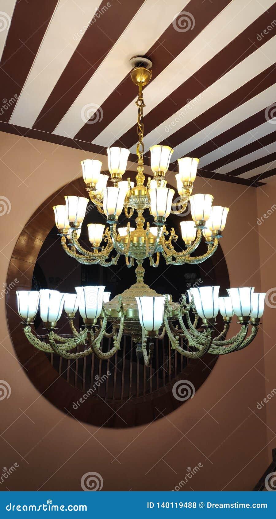 De hangende klassieke lamp van de messingskroonluchter