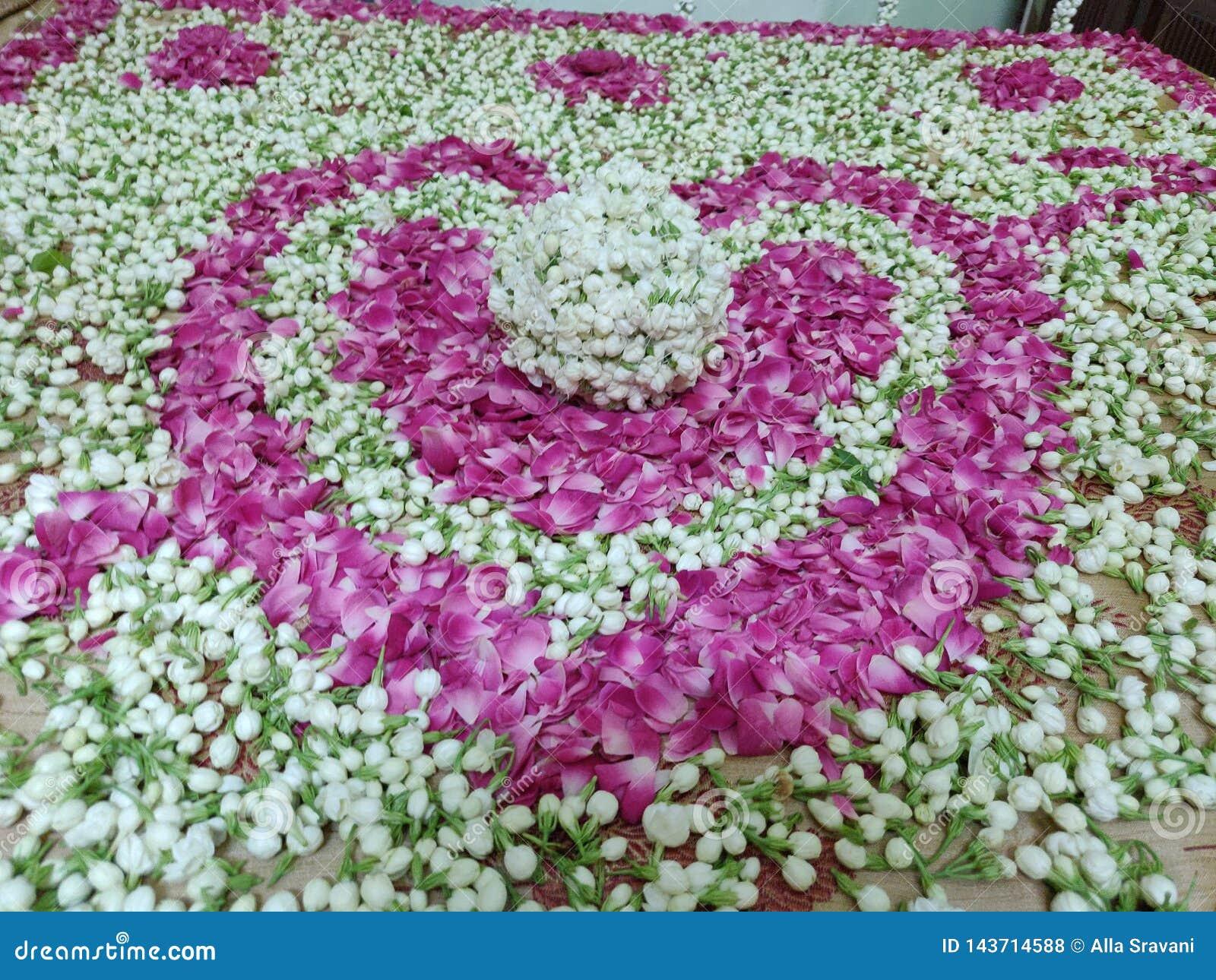 De hartvorm maakte met jasmijn en nam bloemblaadjescombinatie toe