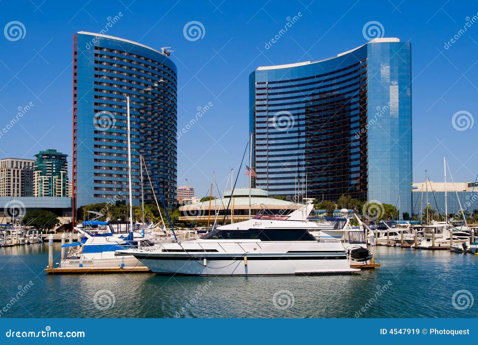 De Haven van San Diego en de stad in