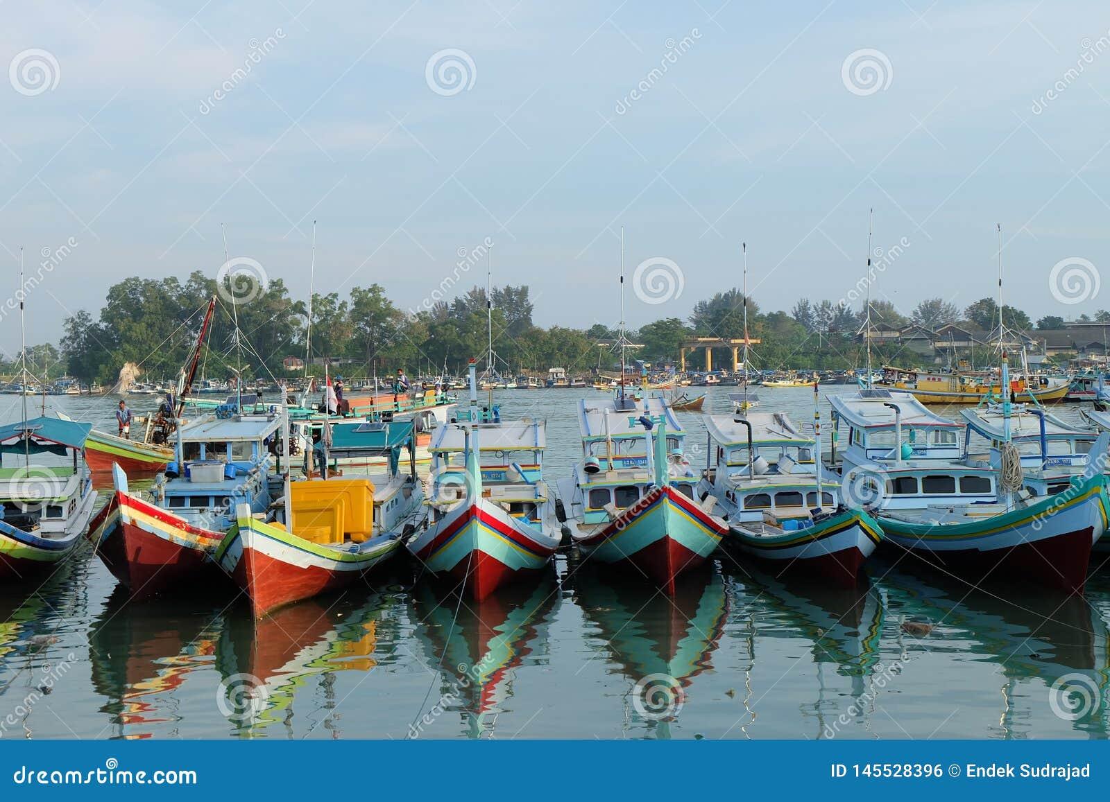 De Haven van de Sungailiatvisserij bij Sungailiat-Stad