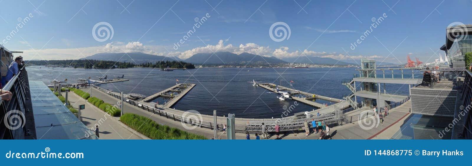De Haven van Vancouver van het Westen dat van het Overeenkomstcentrum wordt bekeken