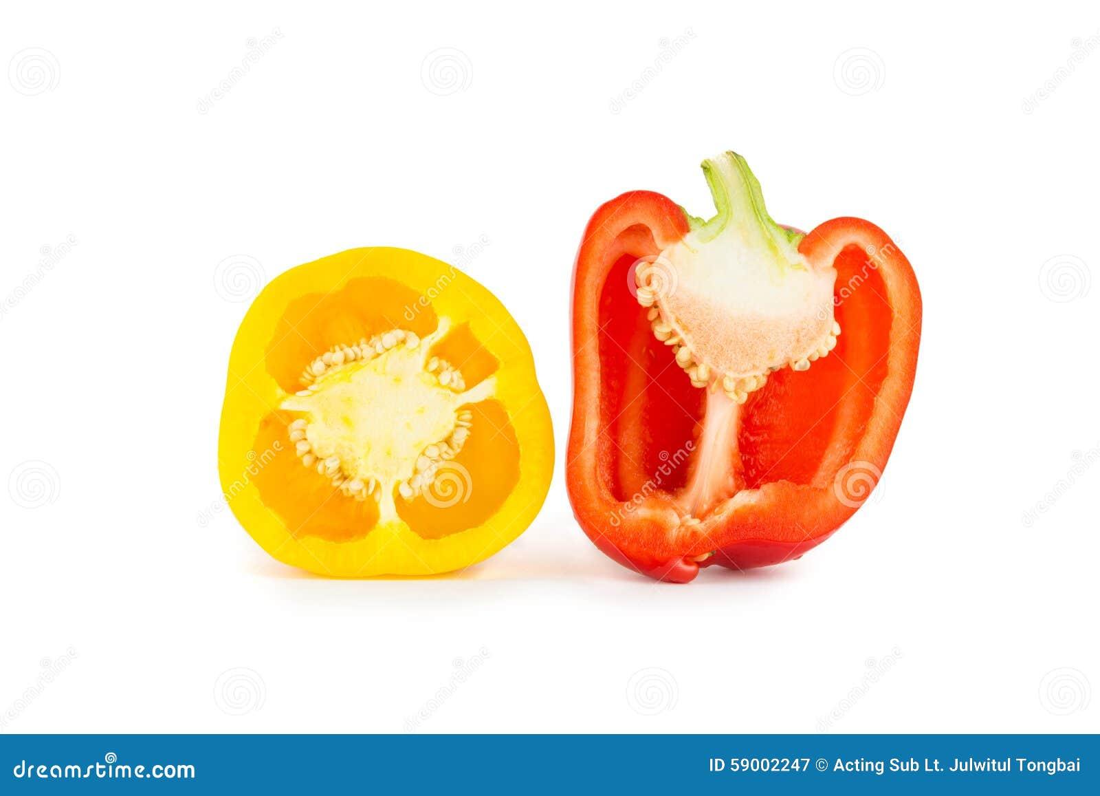 De helft gele en rode groene paprika s