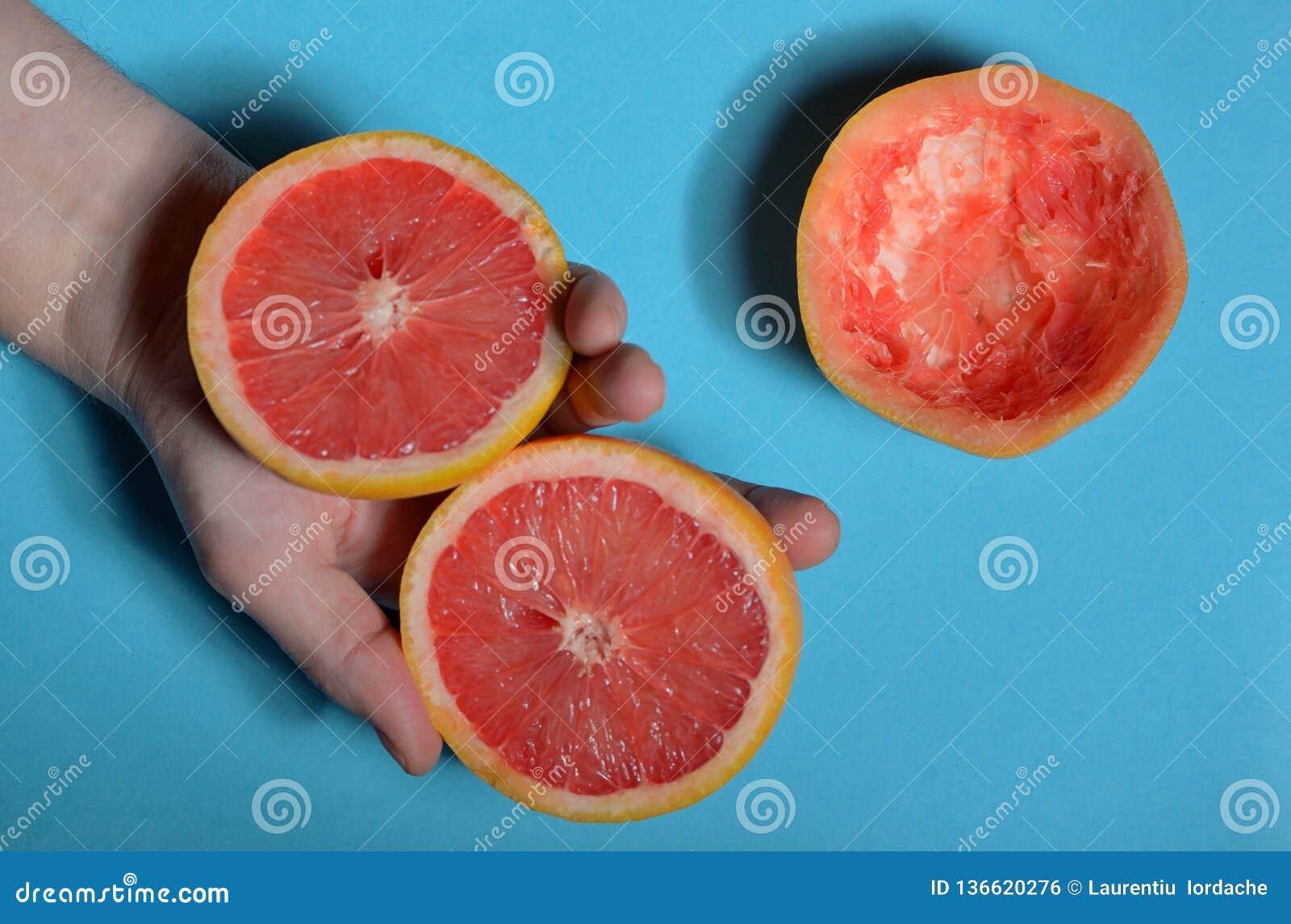 De helft van grapefruit ter beschikking