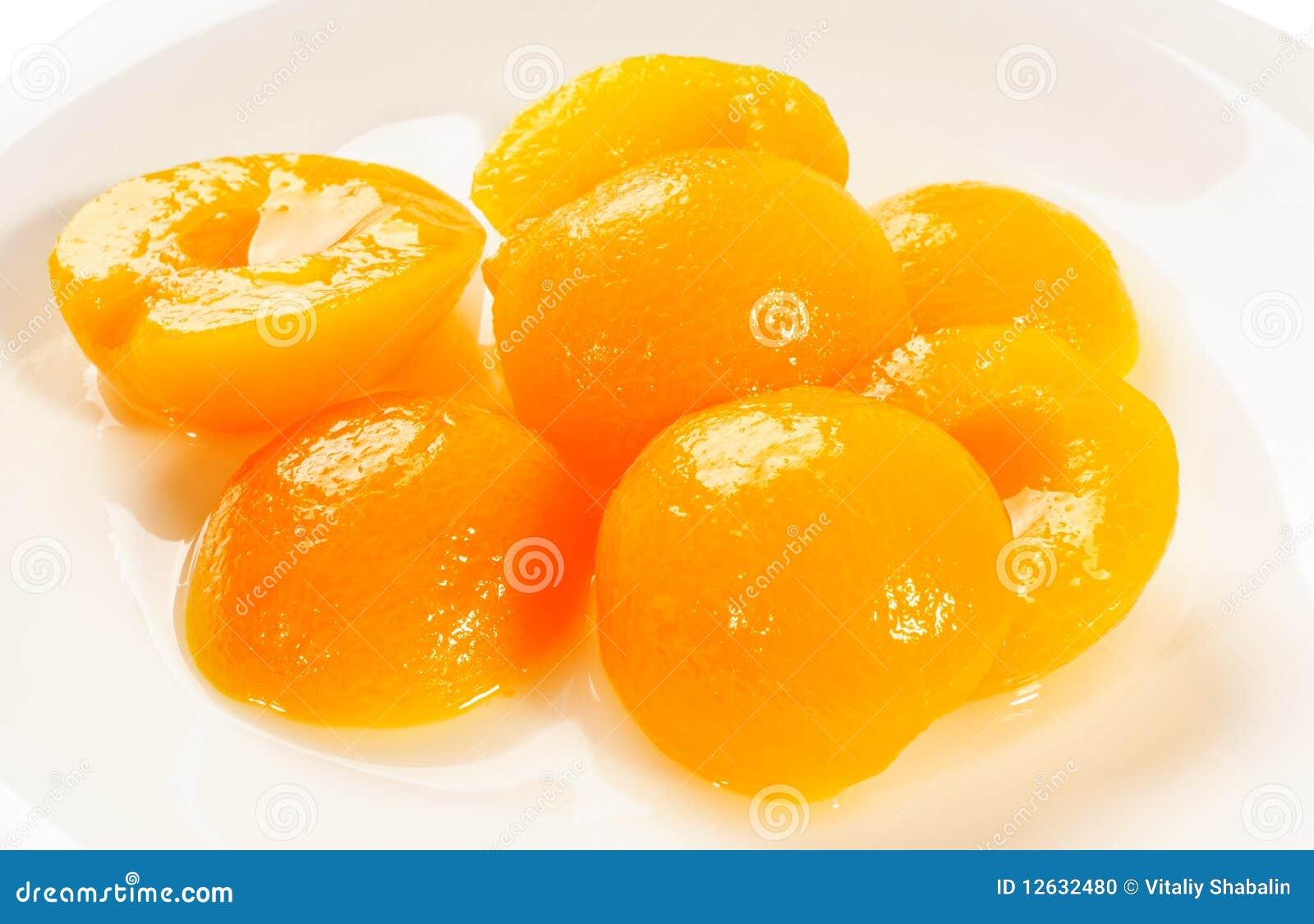 De helften van de abrikoos