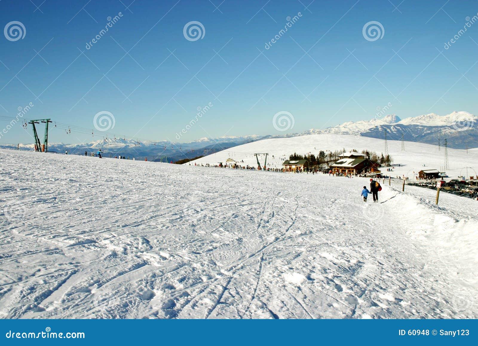 De hellingen van de ski