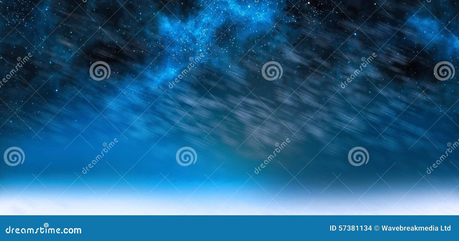 De hemel van de dageraadnacht in blauw
