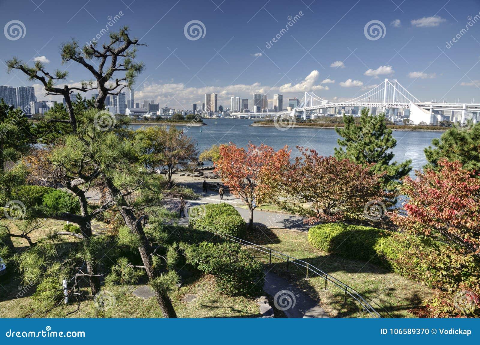 De herfst in de baai van Tokyo, Japan