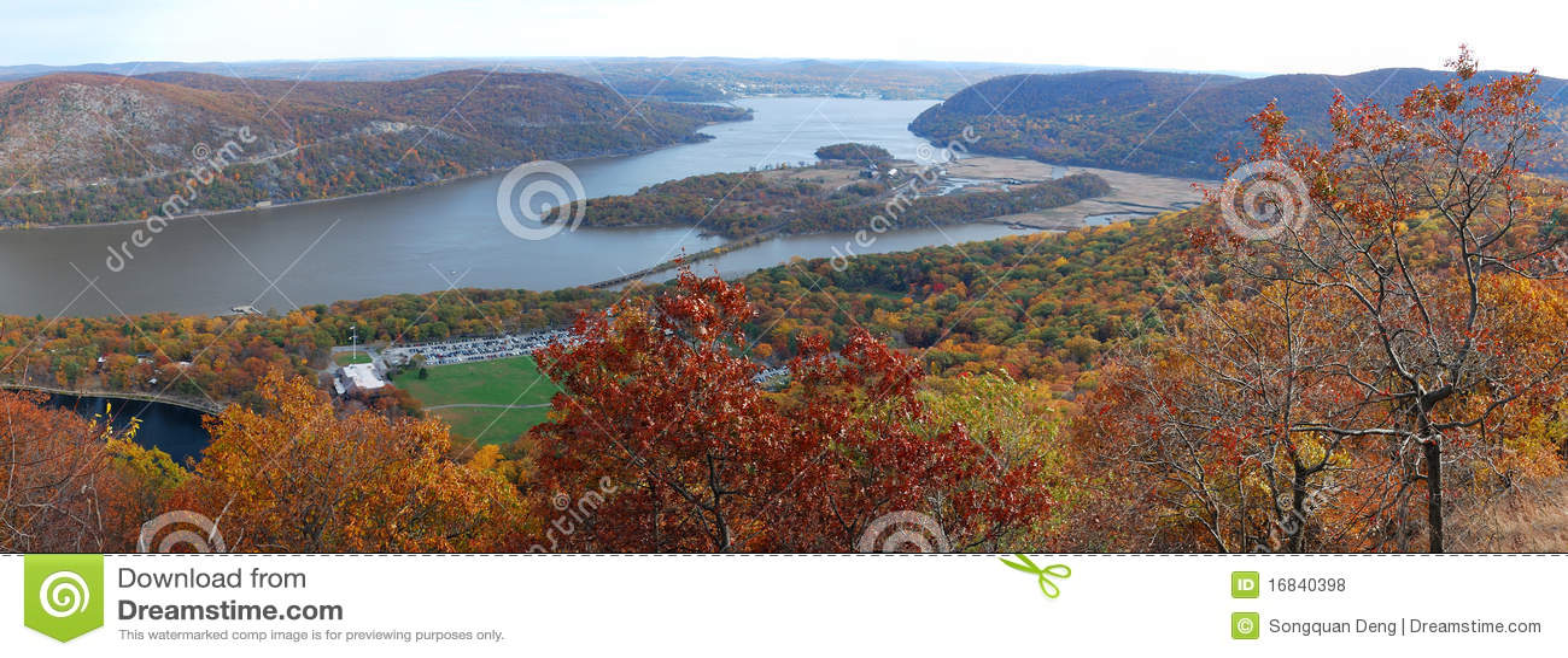 De herfst draagt lucht de meningspanorama van de Berg