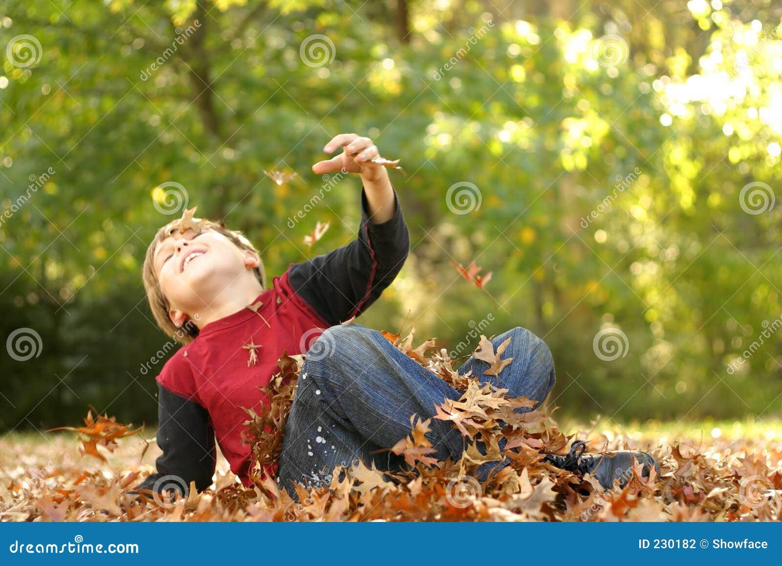 In de herfst het vallen over