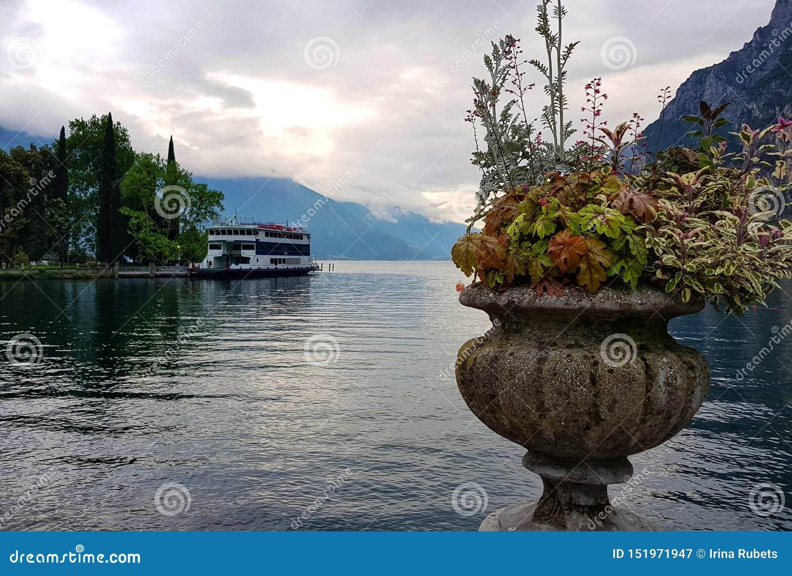 De herfststilleven op Garda-meer