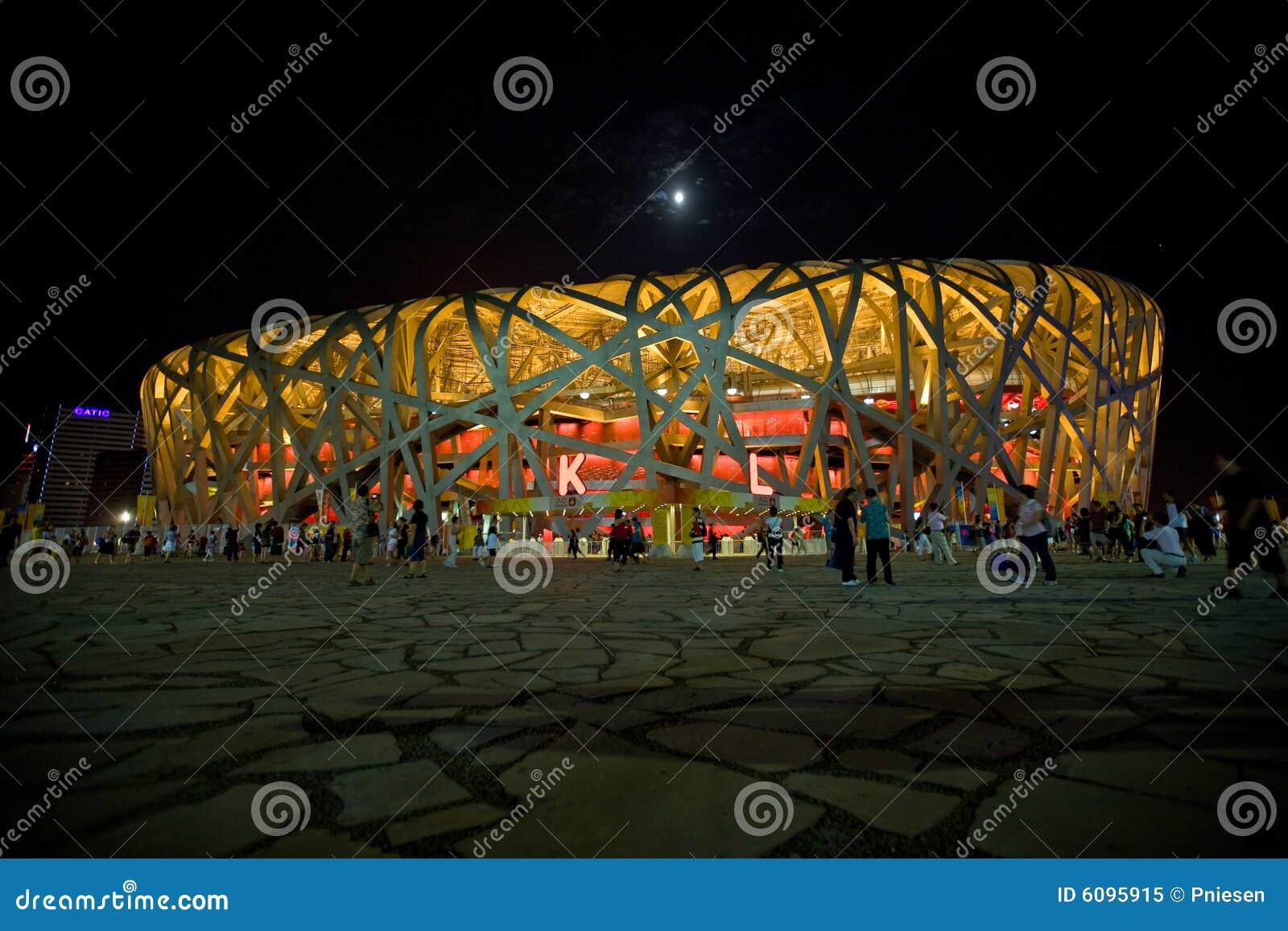 De het olympische stadion en maan van het Nest van Vogels