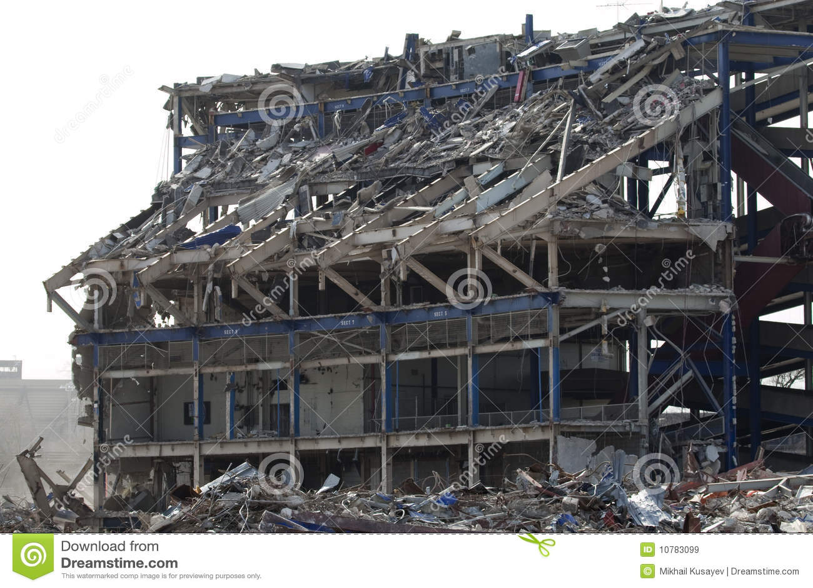 De het stadionbouw wordt van de SHEABOOM vernietigd