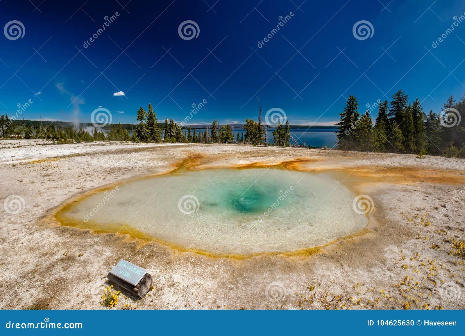 Download De Hete Thermische Lente In Yellowstone Stock Foto - Afbeelding bestaande uit geiser, turkoois: 104625630