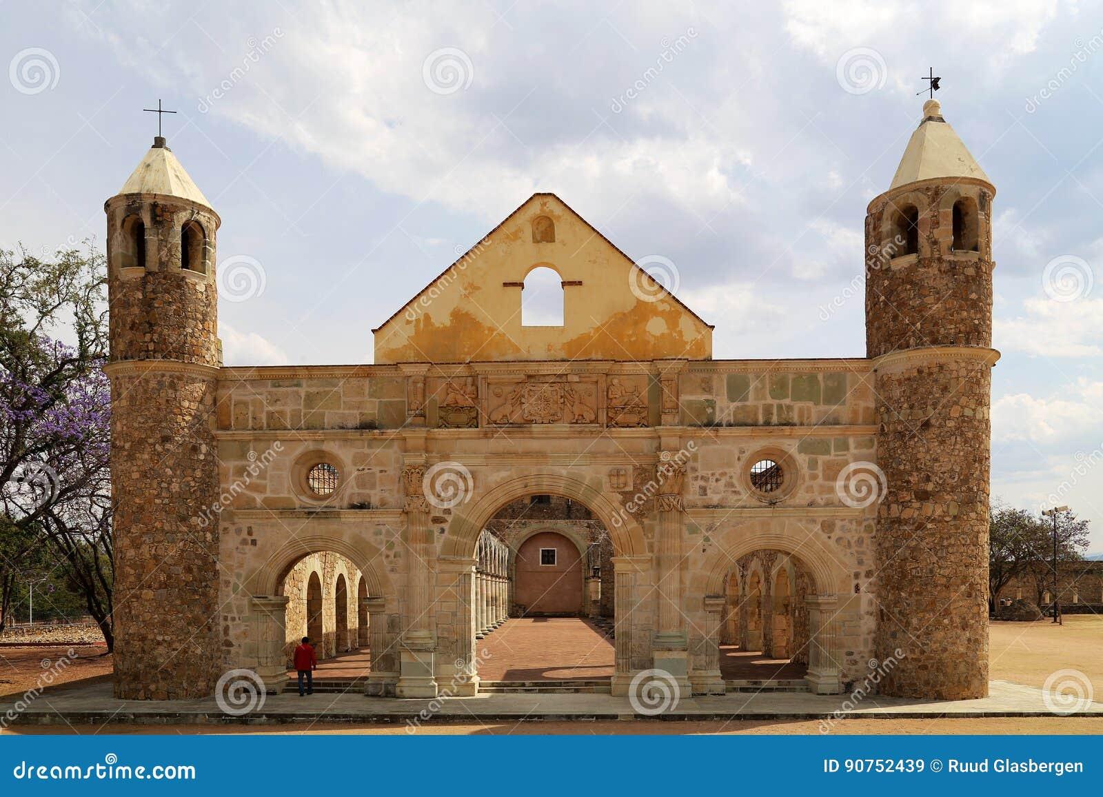 De historische Basiliek van Cuilapan, Oaxaca, Mexico