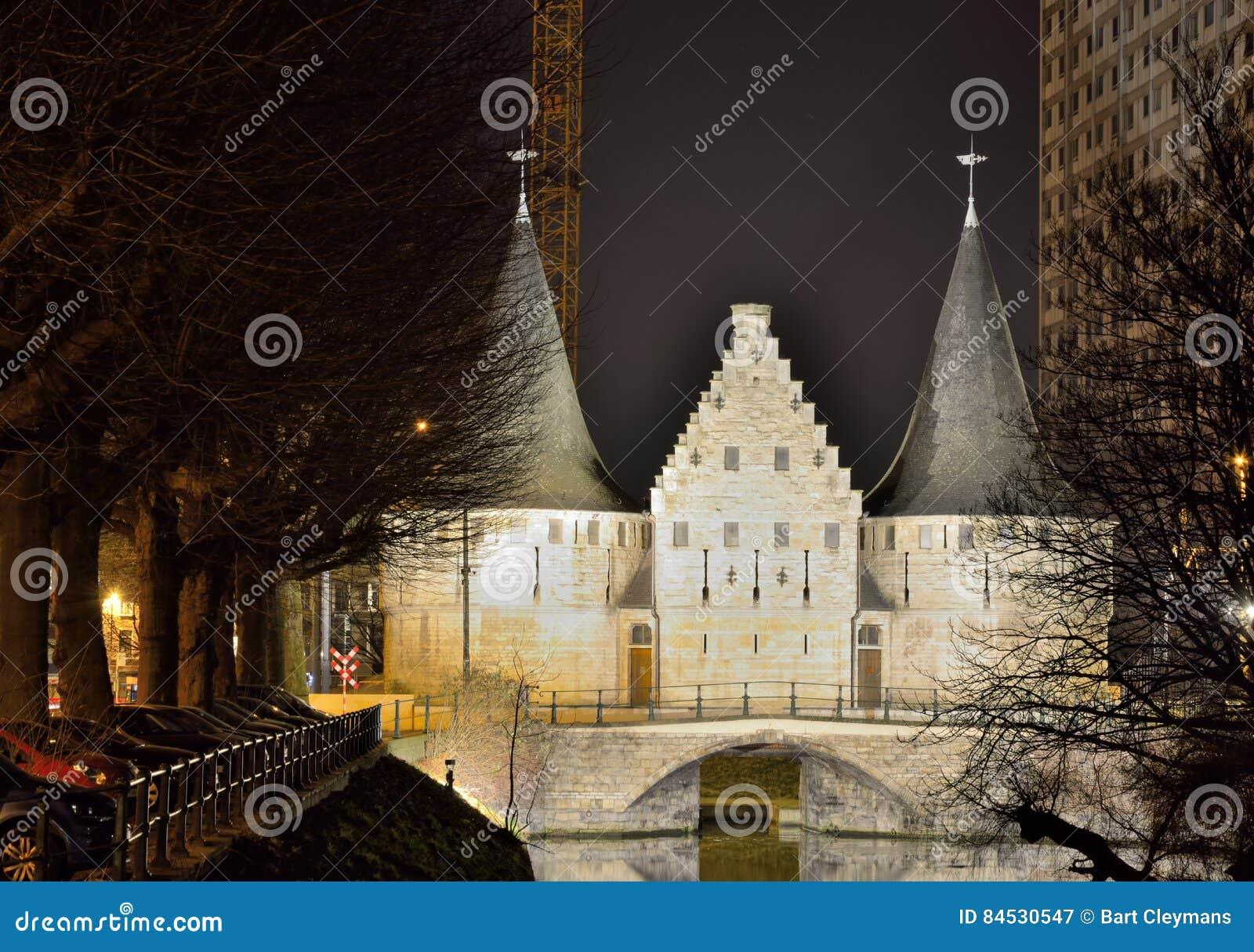 De historische bouw, rest van een middeleeuwse verdedigingsmuur