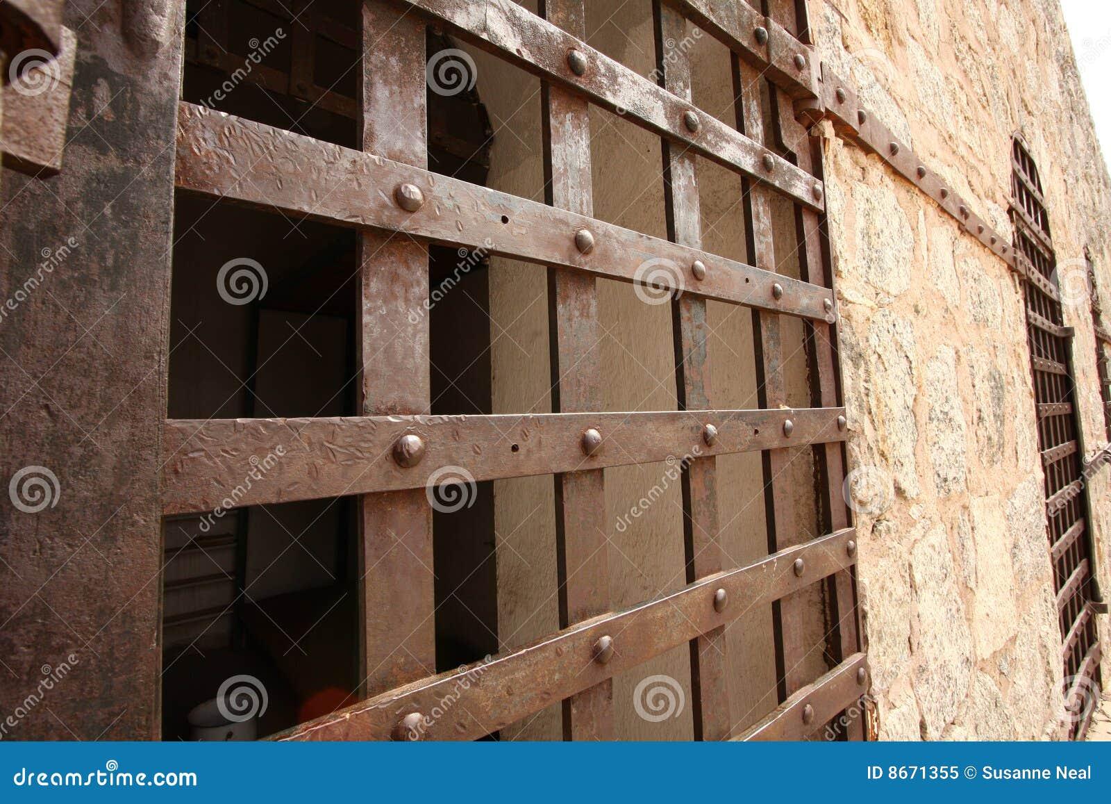 De historische deur van de gevangeniscel