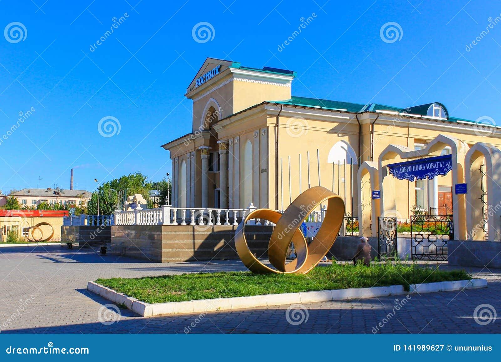 De historische Hoofdingang aan het grote Bioskooptheater, riep Wostok met Monumenten De Ingang en de Overwelfde galerij aan het K