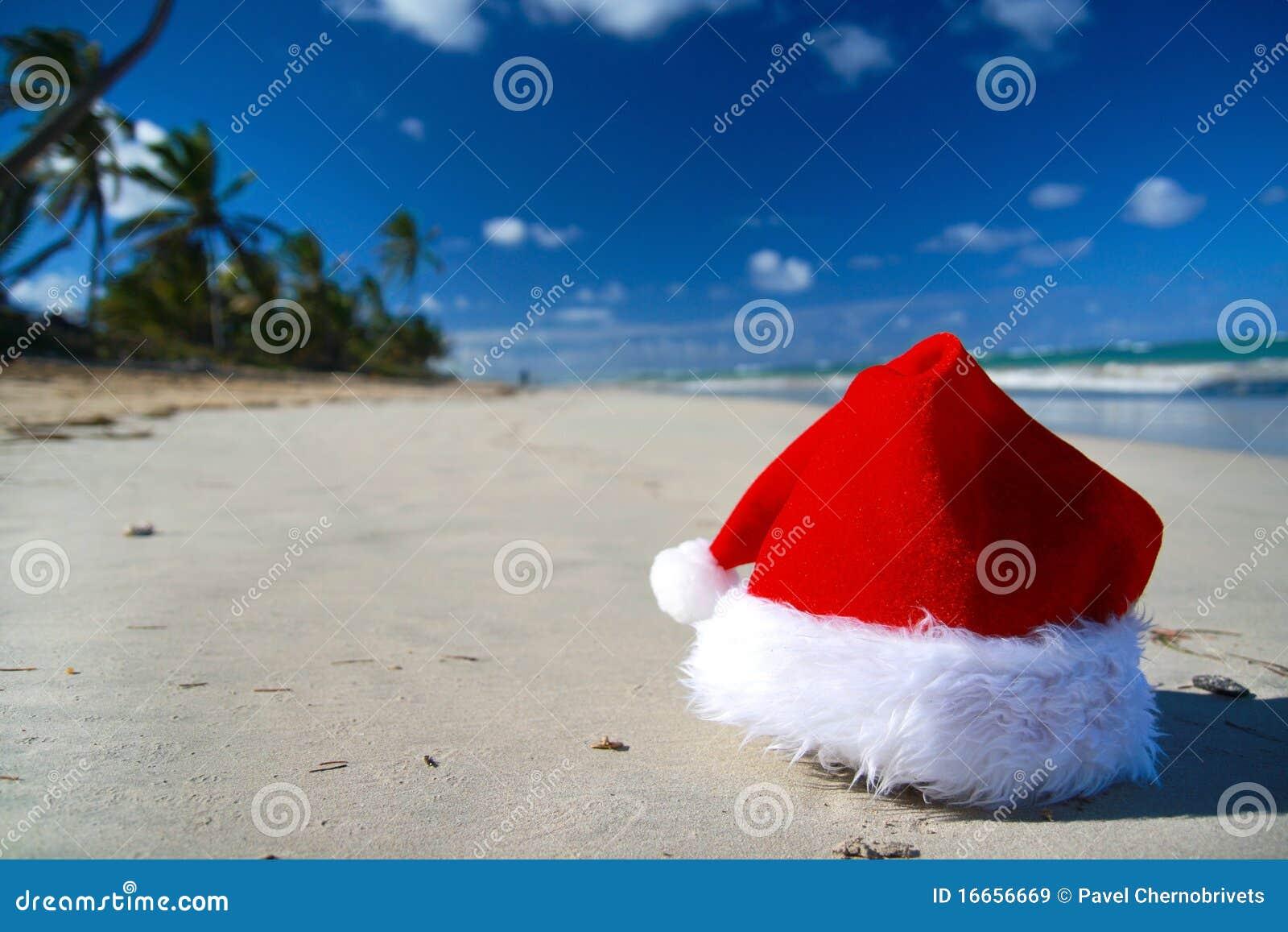 De hoed van de kerstman op Caraïbische overzees