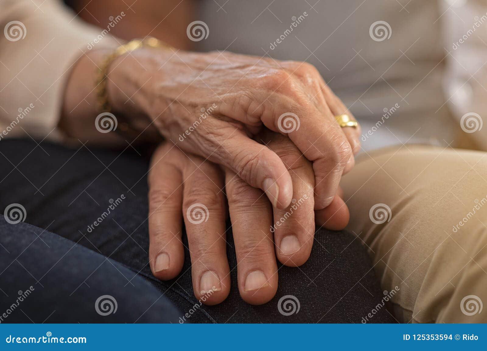 De hogere Handen van de Holding van het Paar