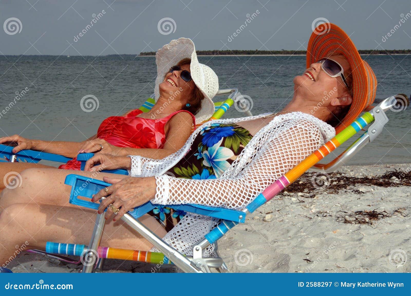 De hogere vakantie van het vriendenstrand