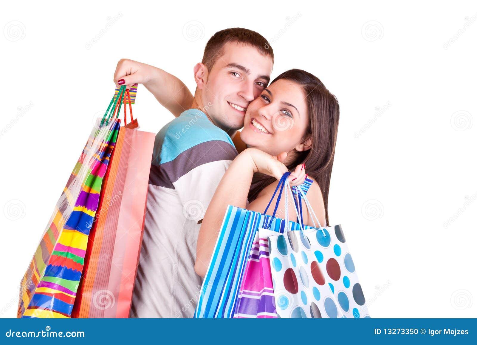 De holding van het paar het winkelen zakken