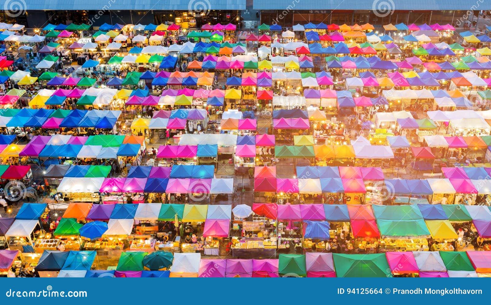 De hoogste vlooienmarkt van menings veelvoudige kleuren