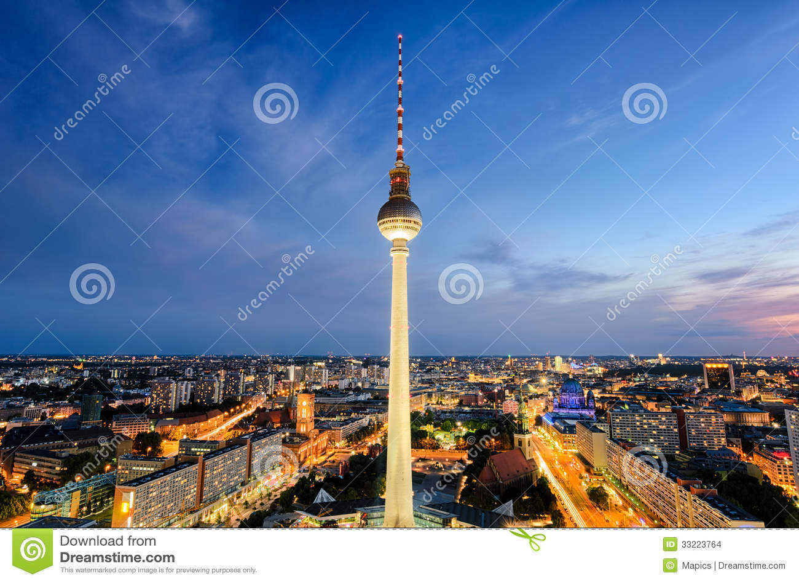 De horizon van Berlijn, Duitsland bij nacht