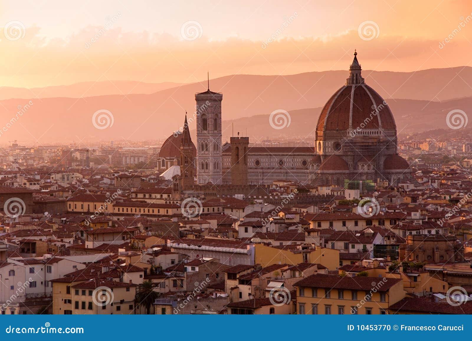 De horizon van Florence bij zonsondergang