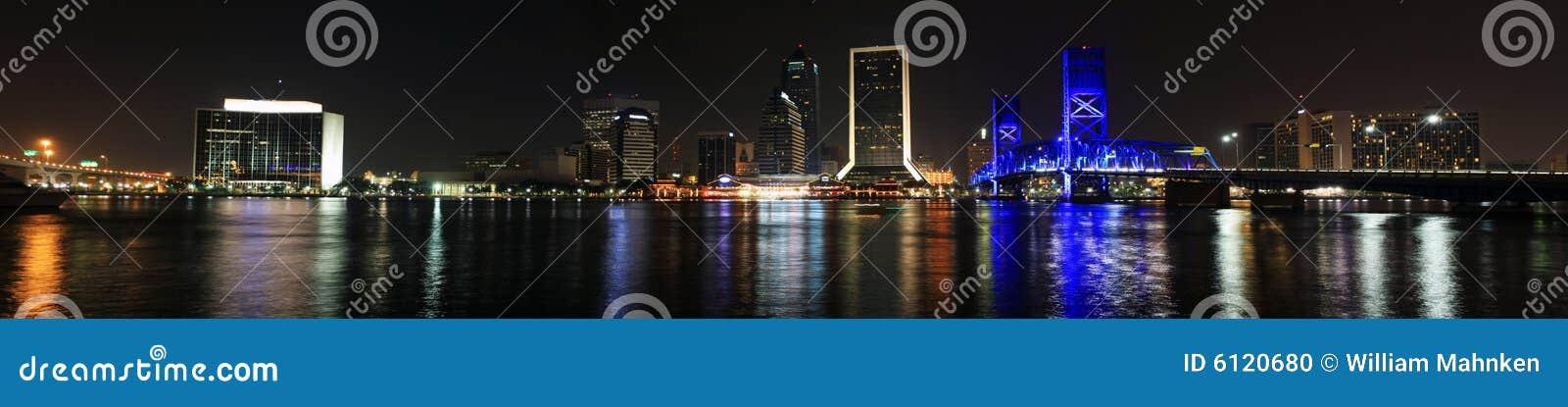 De Horizon van Jacksonville bij nacht