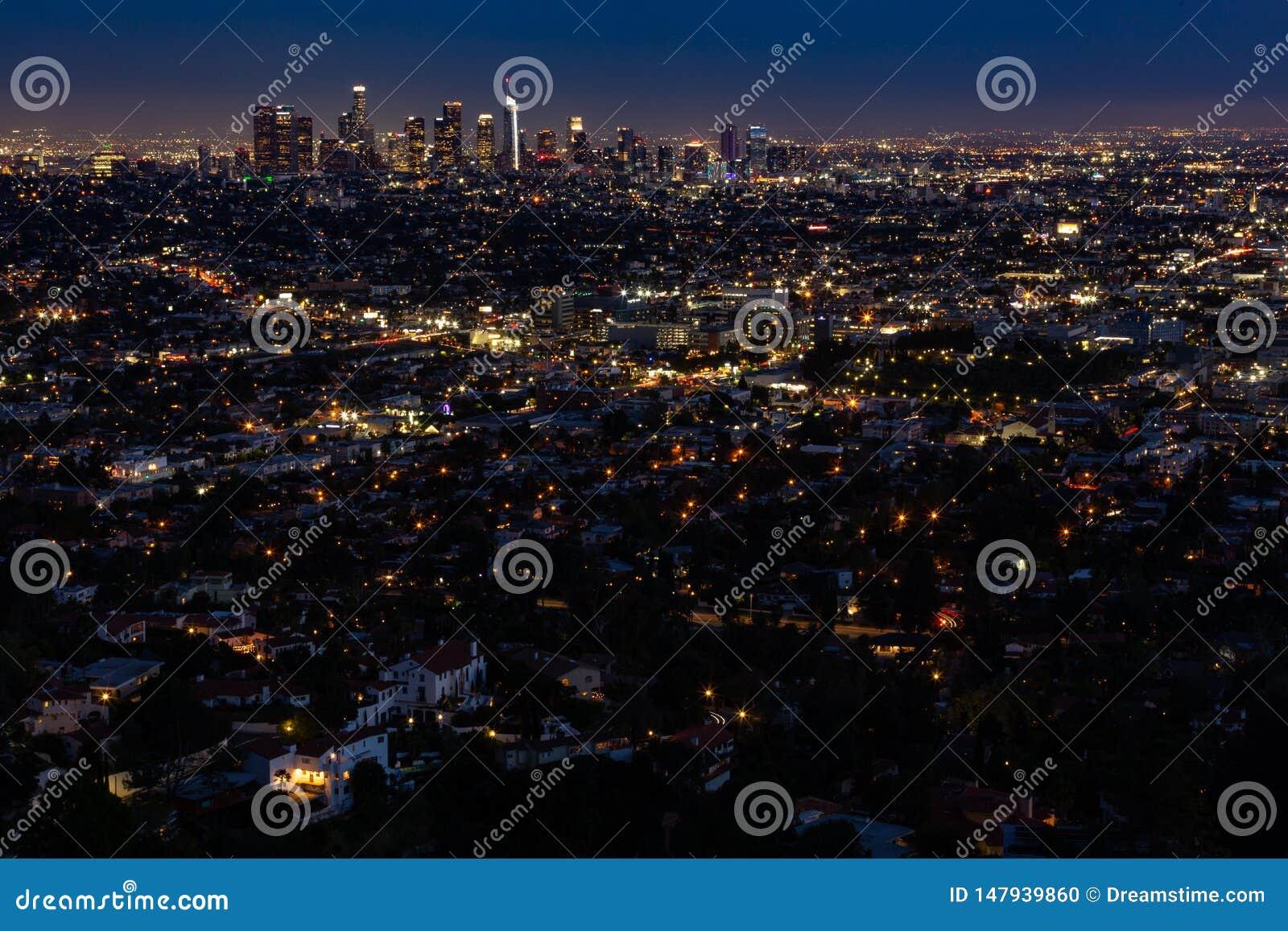 De Horizon van Los Angeles bij Nacht brede hoek
