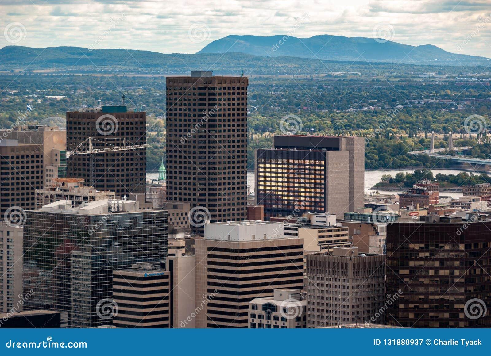 De horizon van Montreal - de wolkenkrabbers van het financiële district