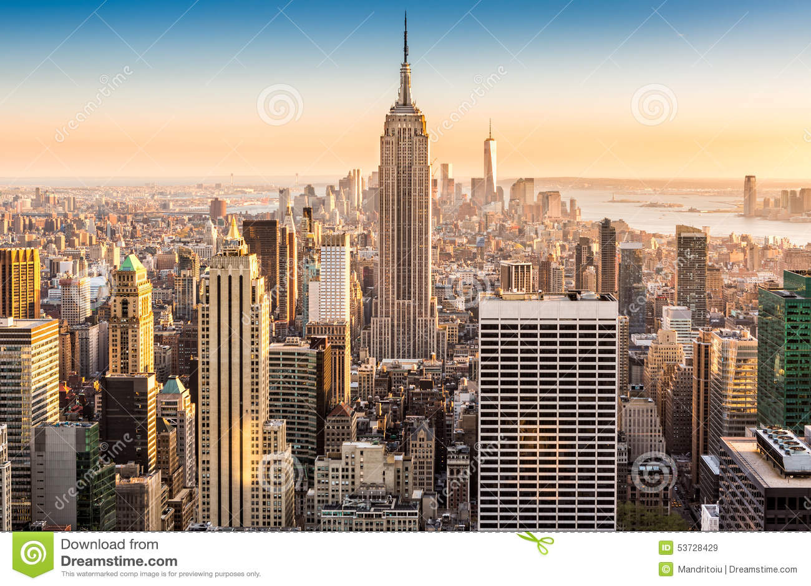 De horizon van New York op een zonnige middag