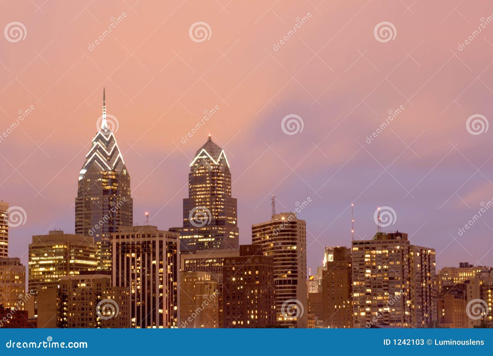 De Horizon van Philadelphia met de Roze Hemel van de Avond