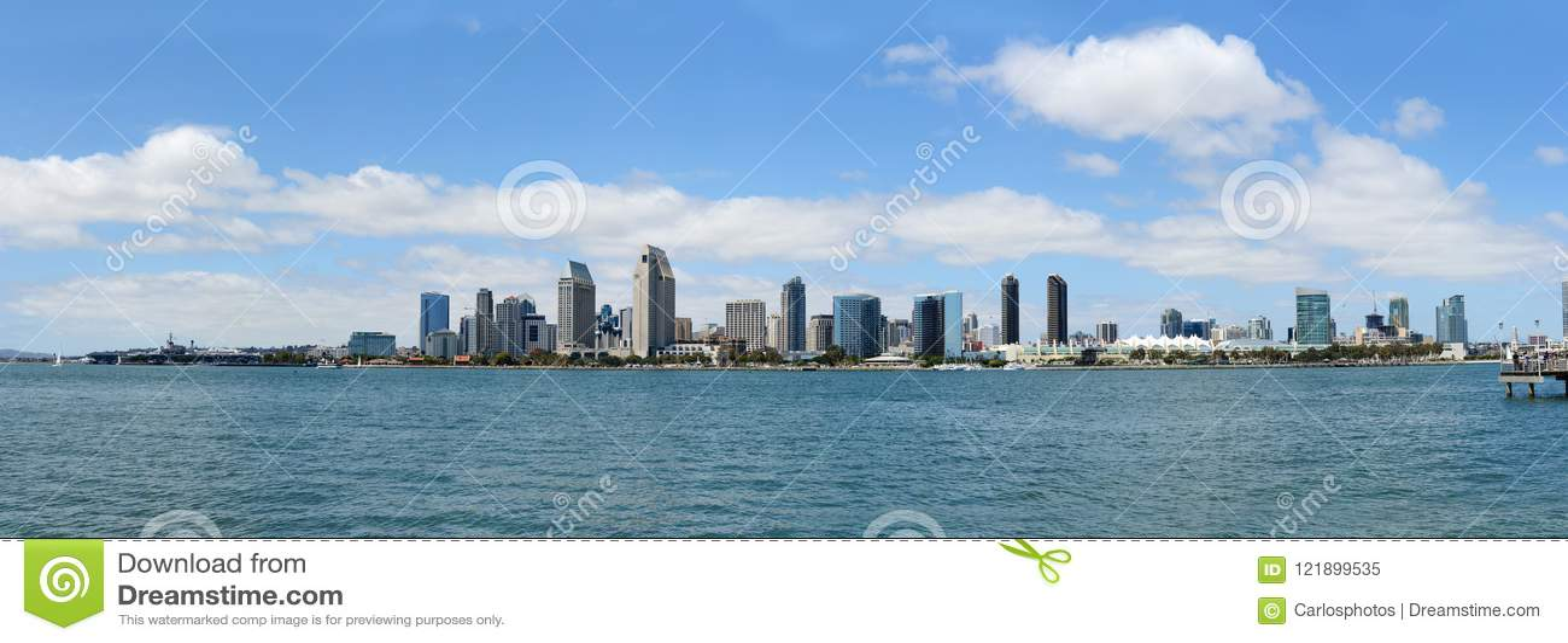 De horizon van San Diego tijdens een zonnige dag