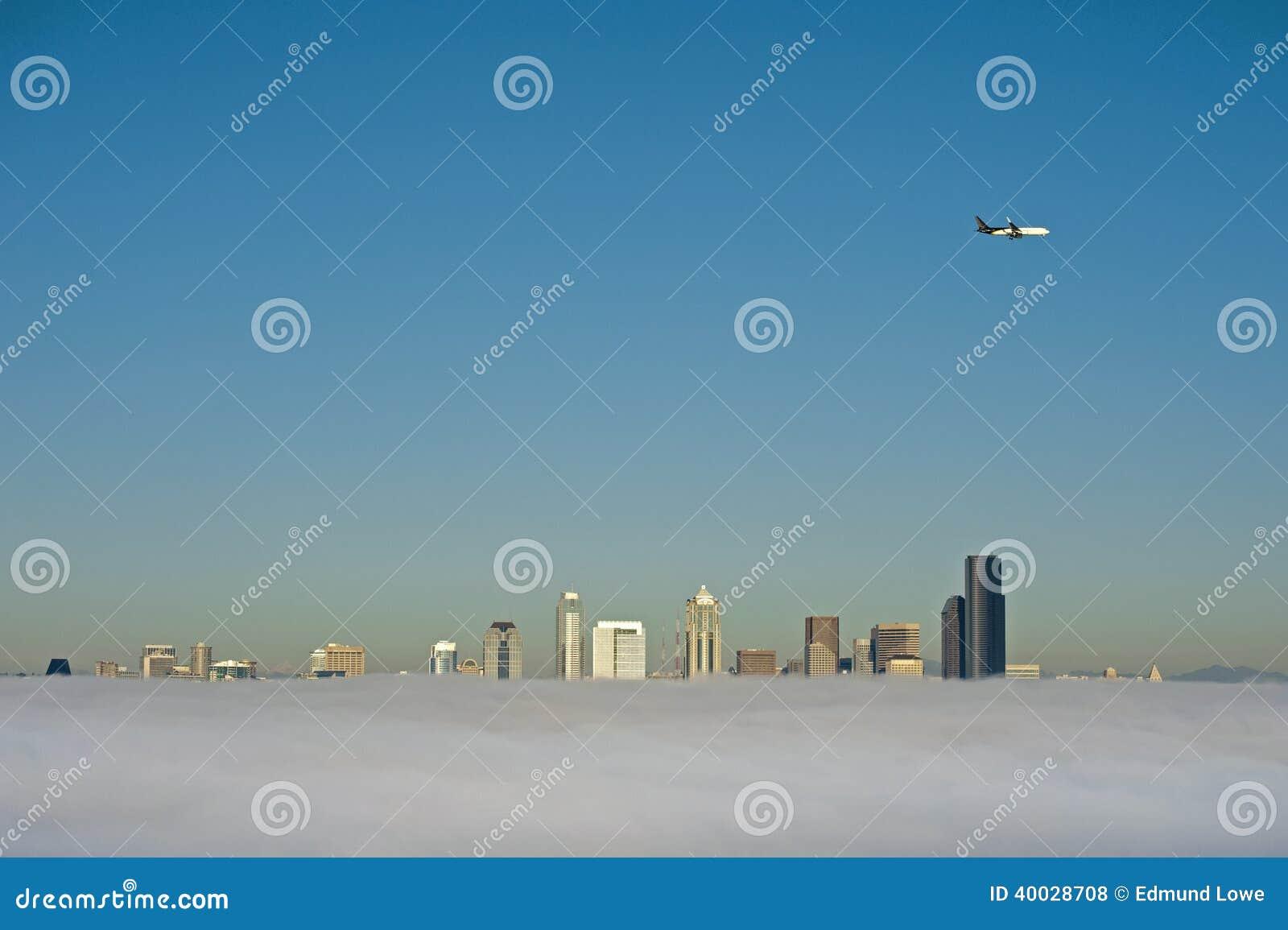 De Horizon van Seattle in de Mist