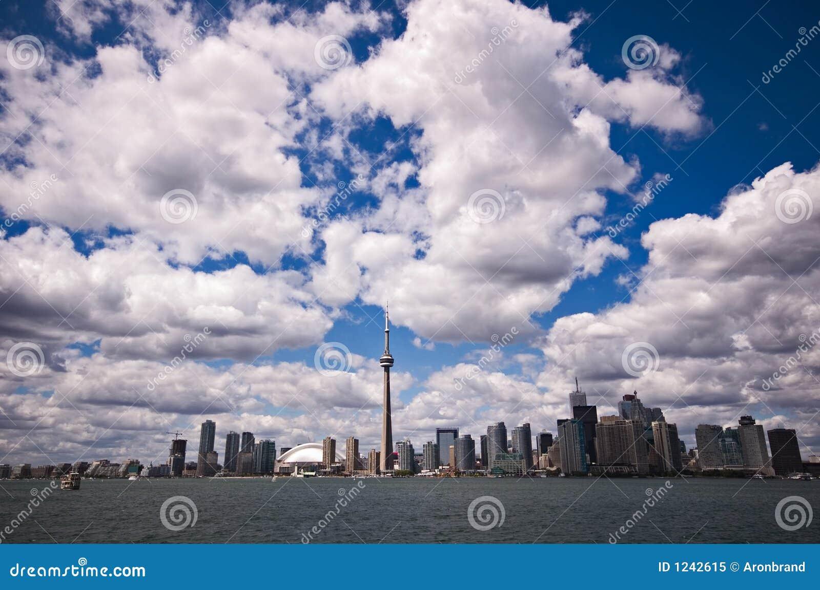 De horizon van Toronto op mooie dag