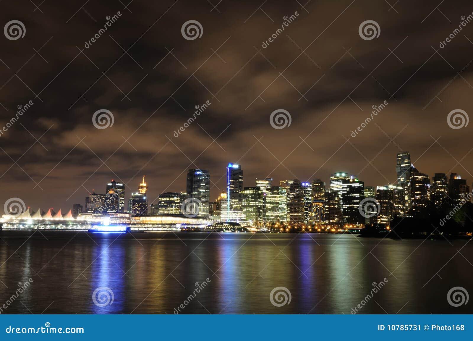 De horizon van Vancouver bij nacht
