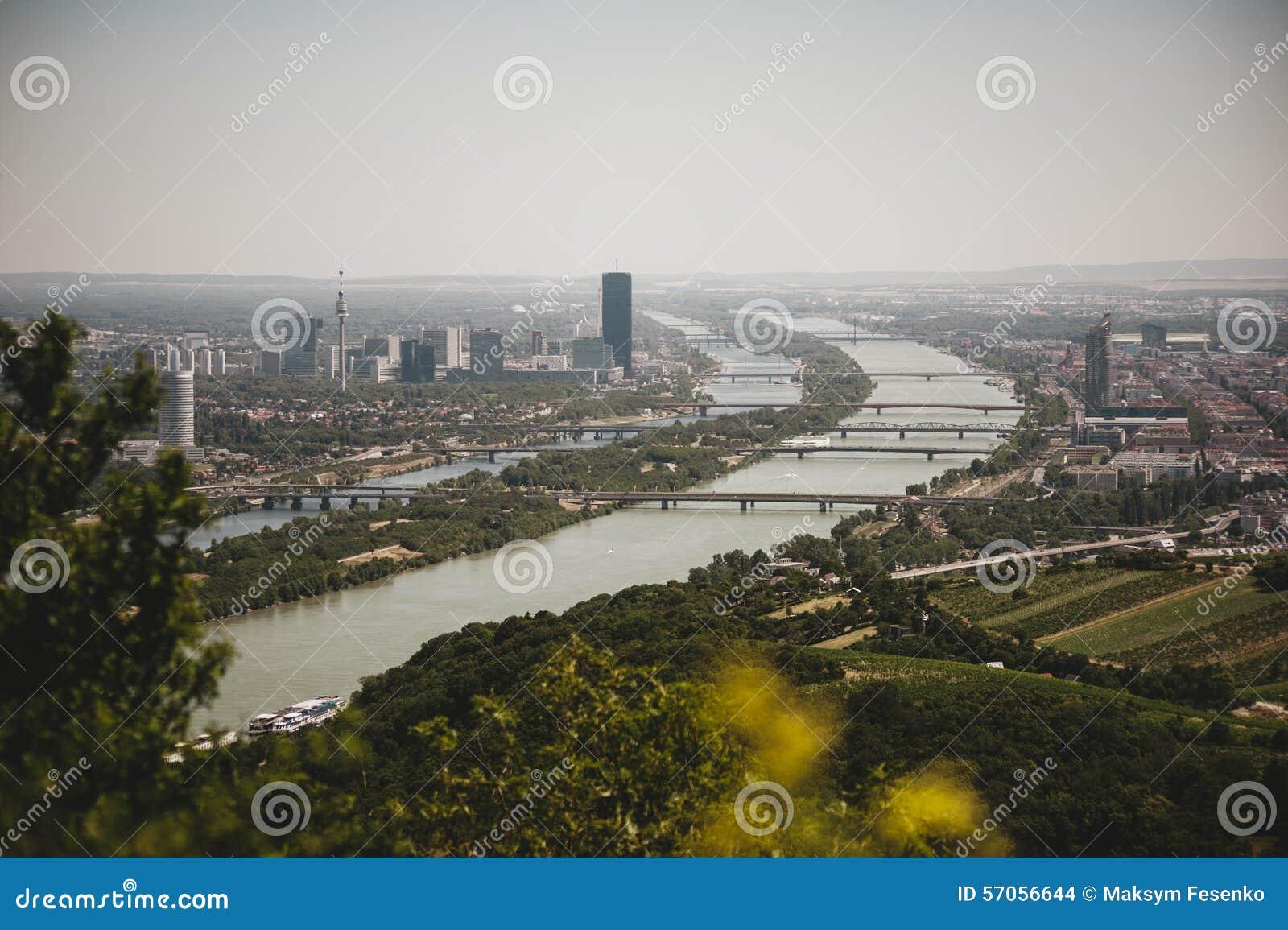 De horizon van Wenen met de rivier van Donau, Oostenrijk