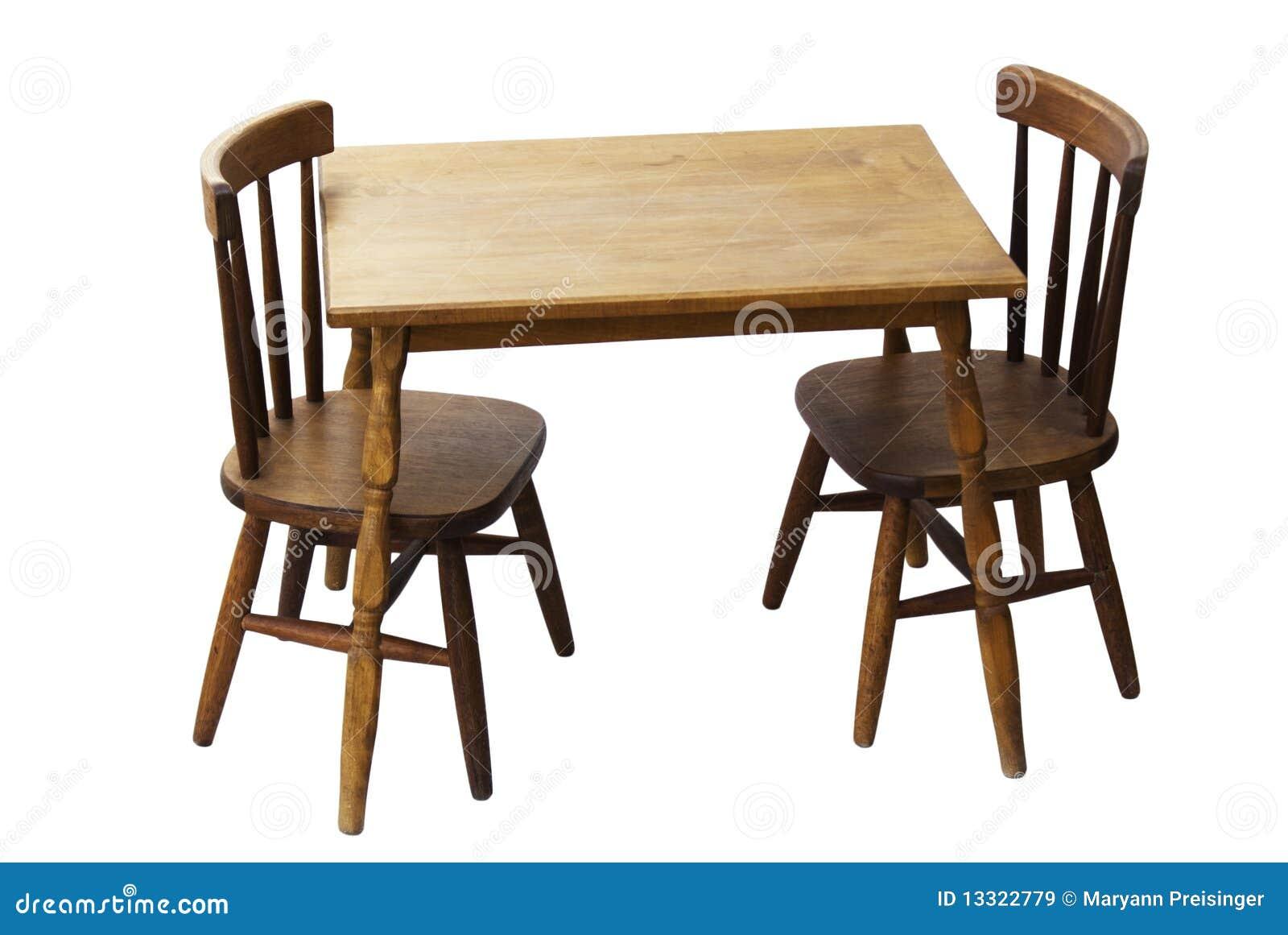 De houten geïsoleerdeàlijst en de stoelen van kinderen stock