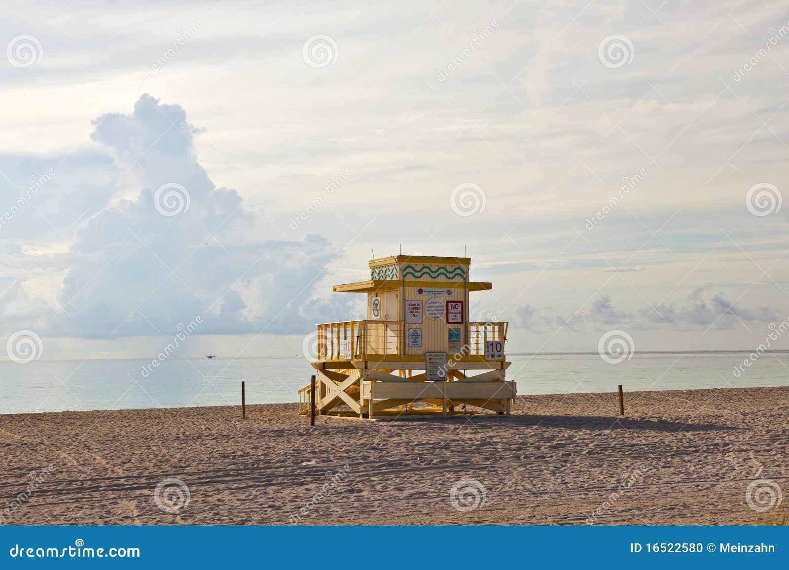 De houten hutten van baywatch van het art deco bij het lstrand stock foto afbeelding 16522580 - Deco van het appartement ...