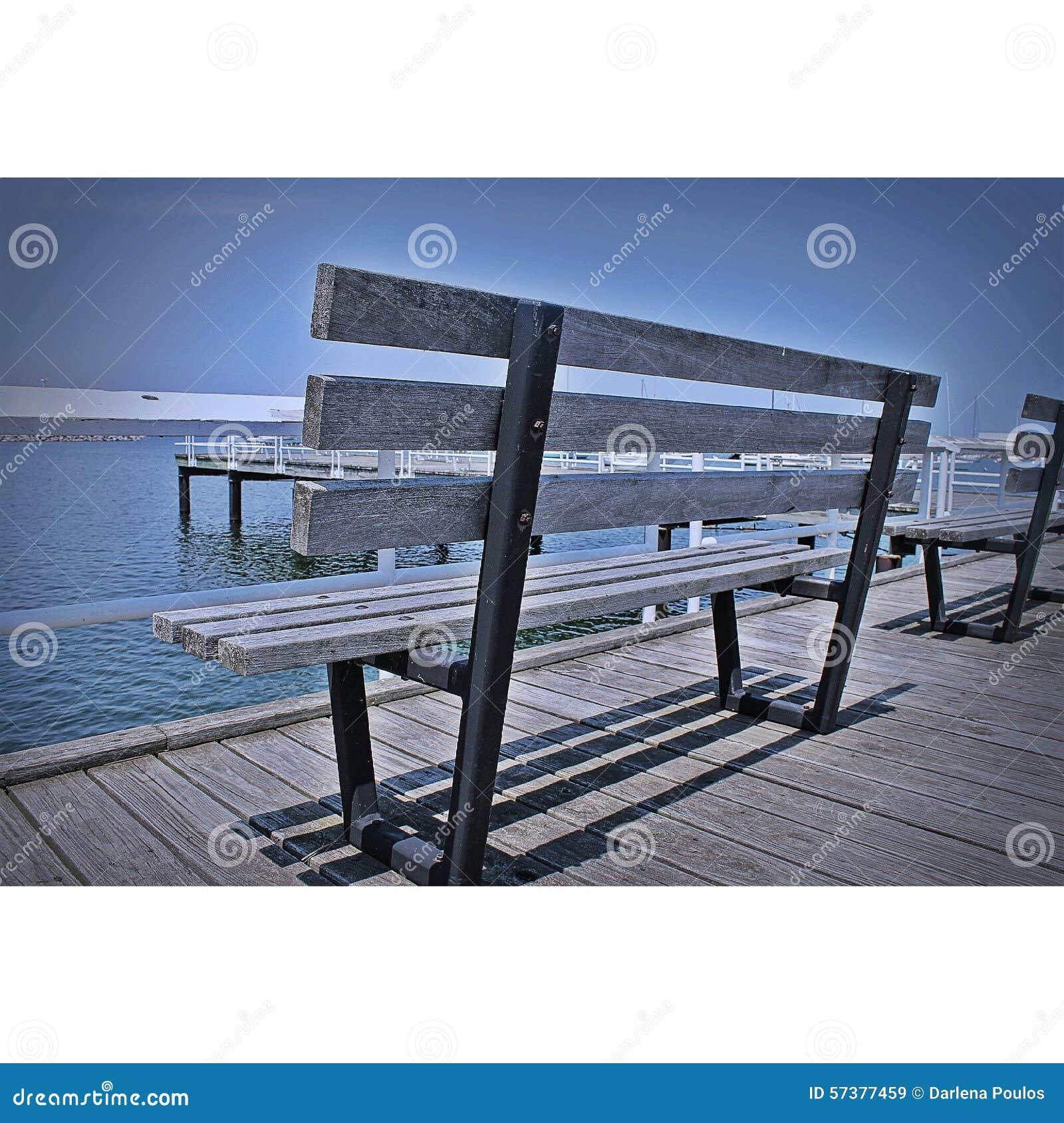 De houten kant van het bankmeer