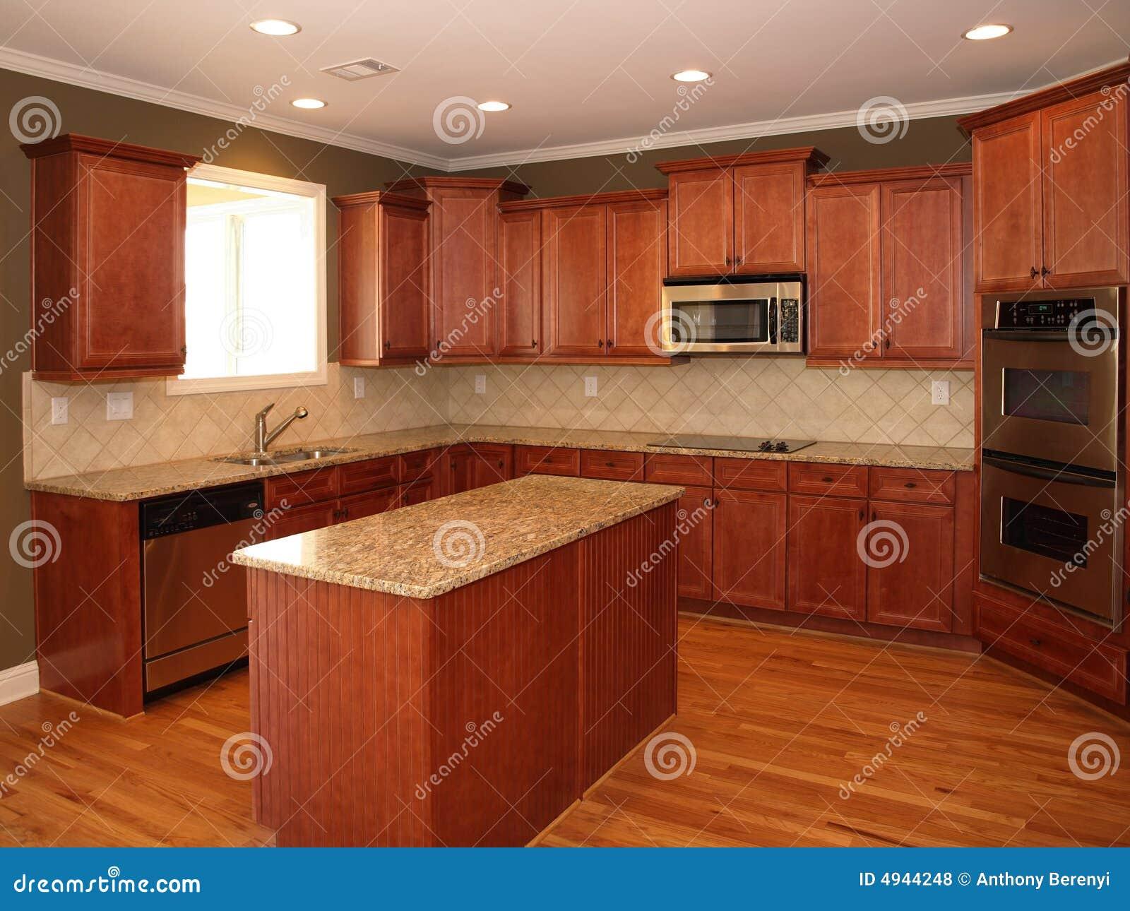 De houten keuken van de kers van de luxe met eiland stock foto afbeelding 4944248 - Meubilair outdoor houten keuken ...