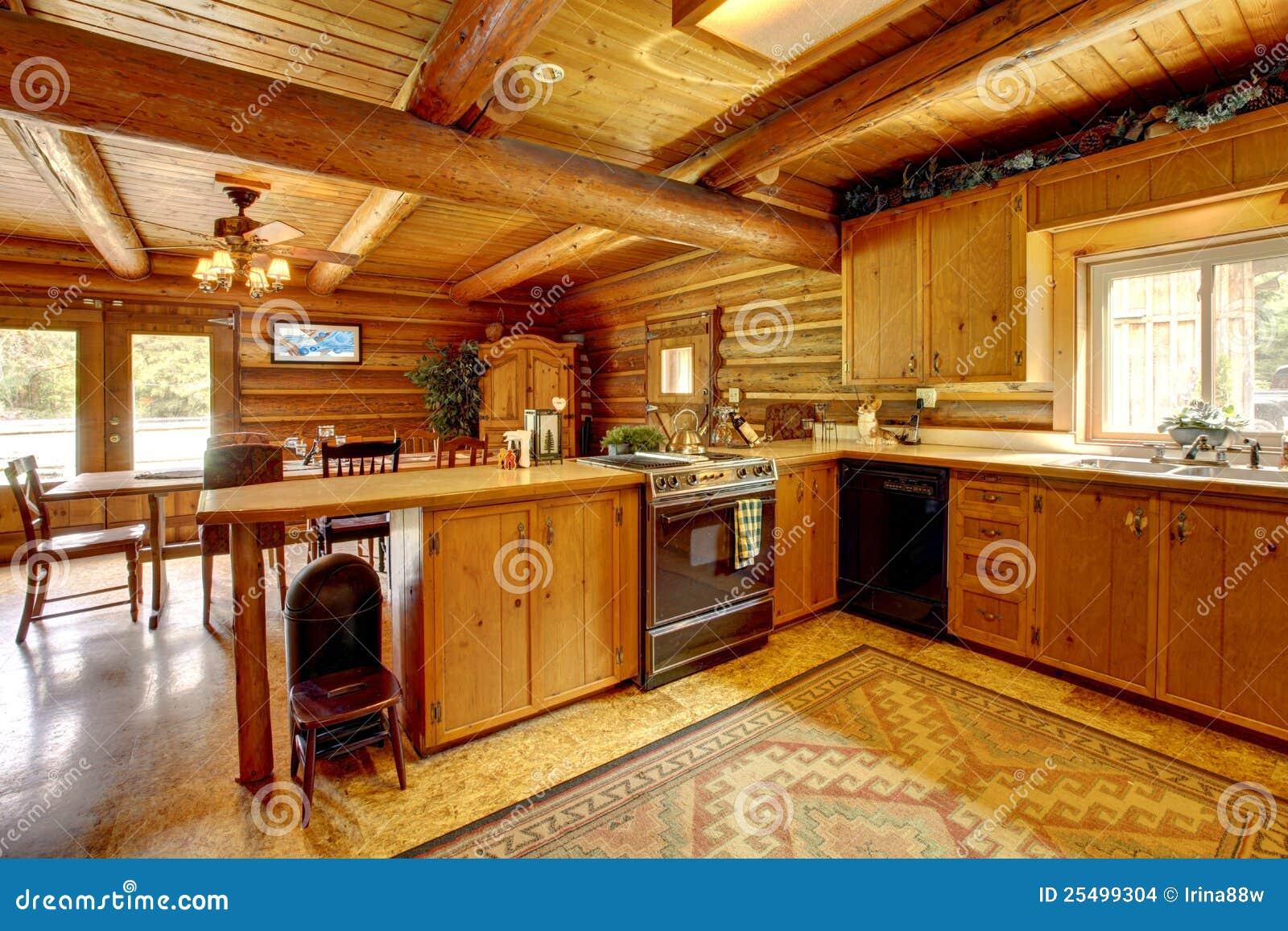 De houten keuken van het blokhuis met rustieke stijl. stock ...