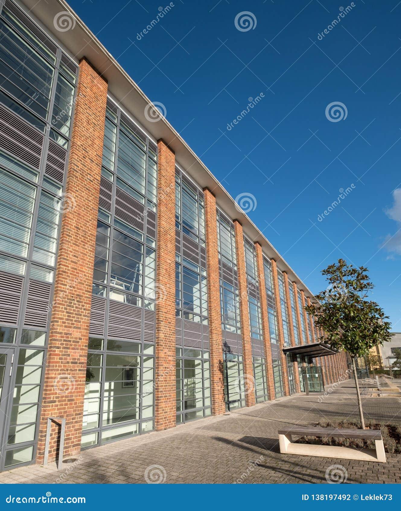 De Hub, onderhouden bureaus in een vernieuwde art decostijl die op Farnborough-Bedrijfspark, Hampshire het UK voortbouwen