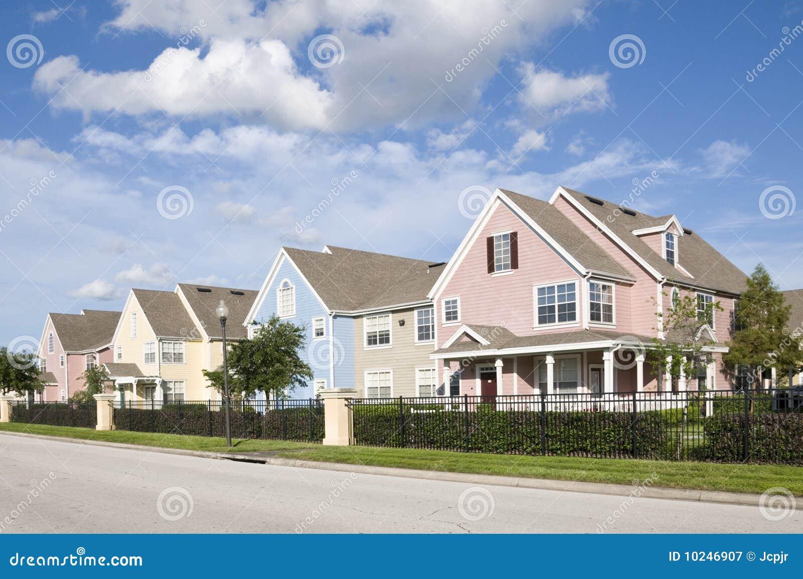 De huizen van de pastelkleur royalty vrije stock fotografie afbeelding 10246907 - Huizen van de wereldbank ...