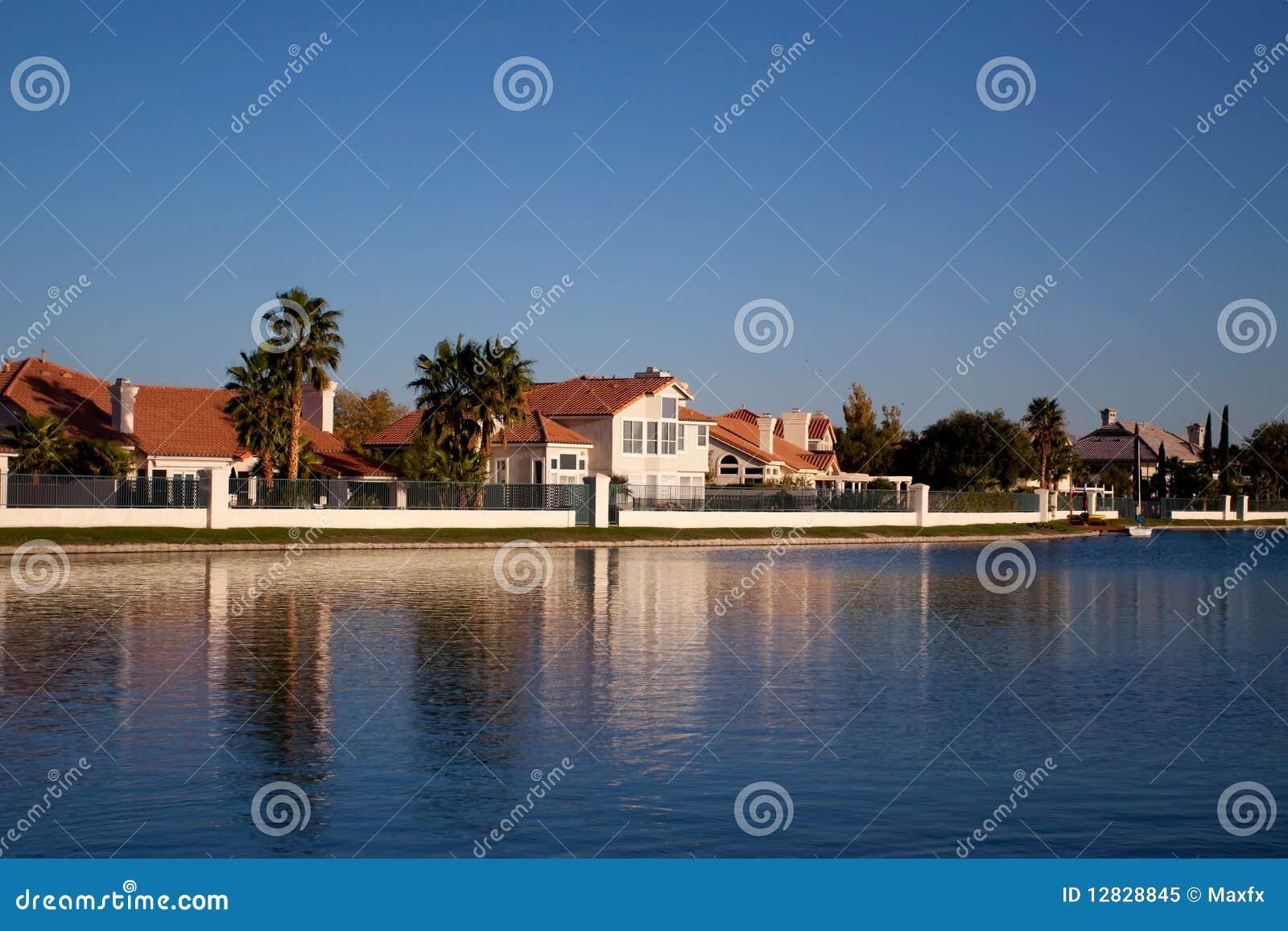 De huizen van de waterkant stock afbeelding afbeelding bestaande uit single 12828845 - Huizen van de wereldbank ...