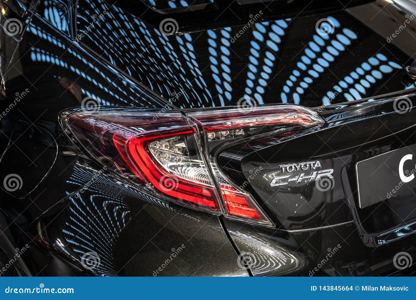 De Hybride van Toyota c-u bij de internationale de auto en de motorshow van 54ste Belgrado