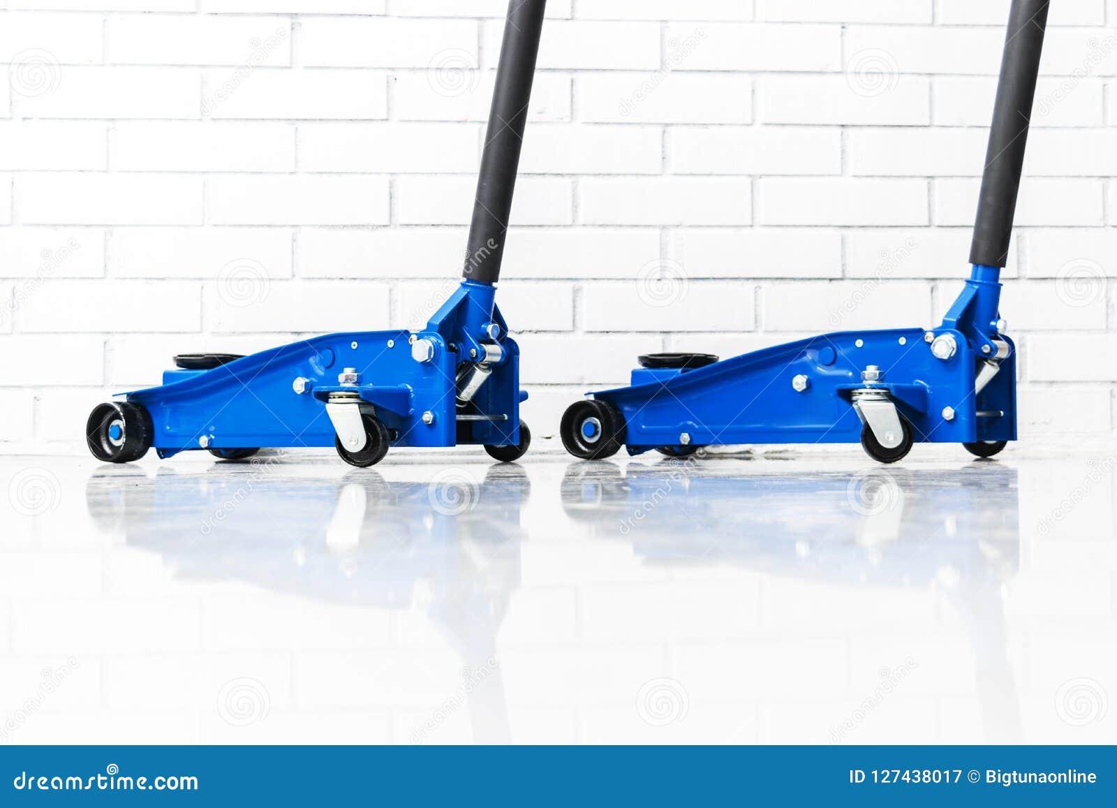 De hydraulische hefbomen van de autovloer Autolift Het blauwe Hydraulische de auto van Vloerjack for Herstellen Extra veiligheids