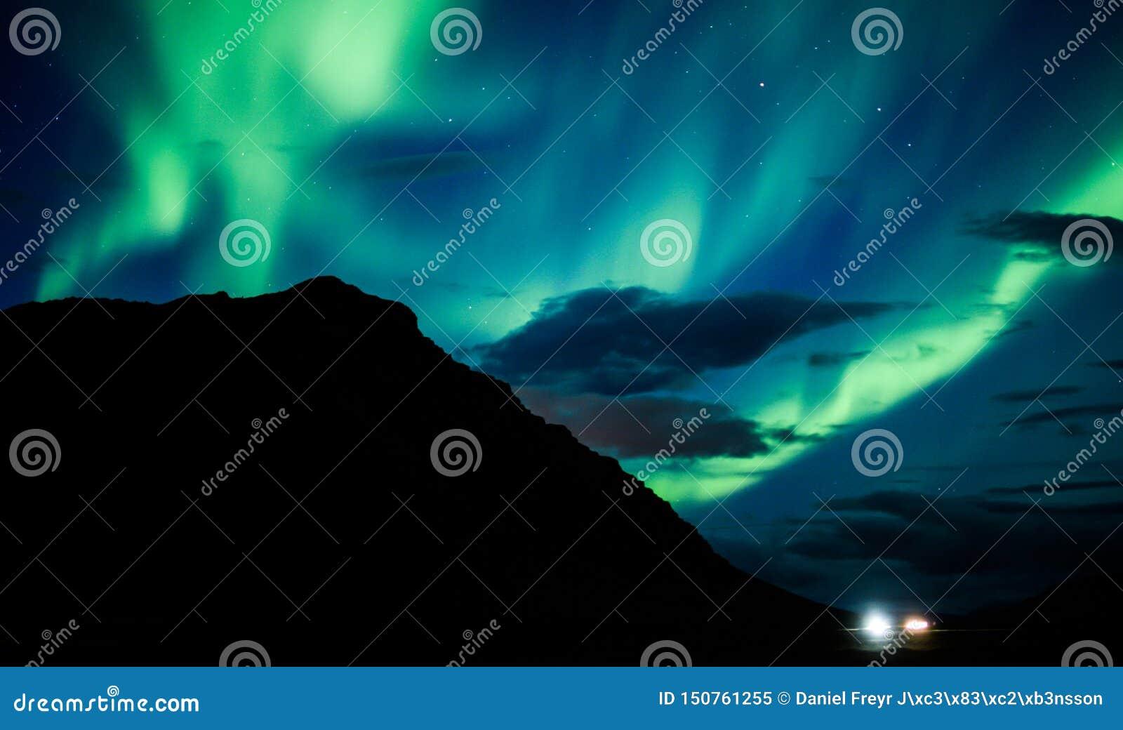 De Iconische Noordelijke Lichten boven IJsland